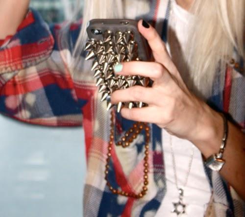 celular-capa-iphone-tachas-spike