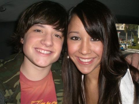 Josh-and-Shannon-again---josh-hutcherson-75099_480_360