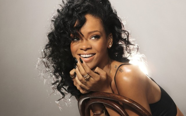 Rihanna-bio