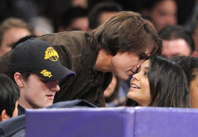 Tom cruise furando olho do Josh na cara dele é ele nem percebeu pq tava distraido mexendo no celular