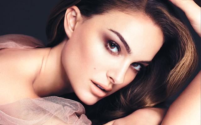 Dior-Make-Up-natalie-portman-28088000-1680-1050
