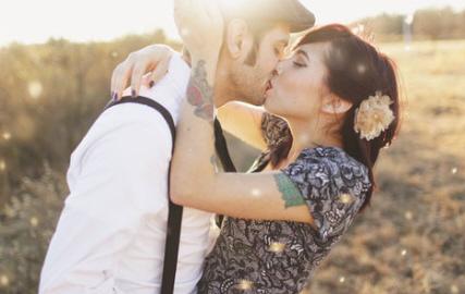 Namorados-se-beijando1