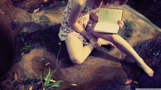 girl_reading_2-wallpaper-1366x768