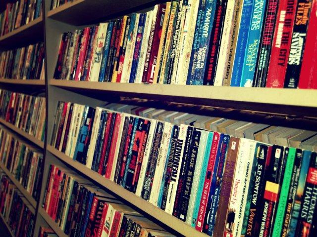 livros_2_-_banco_de_imagens_stock