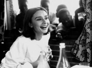 Audrey-Hepburn-chatting-595x446